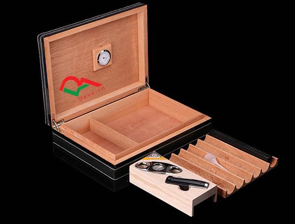 Hộp bảo quà xì gà 6 điếu kèm dao cắt và bật lửa Cohiba T12G
